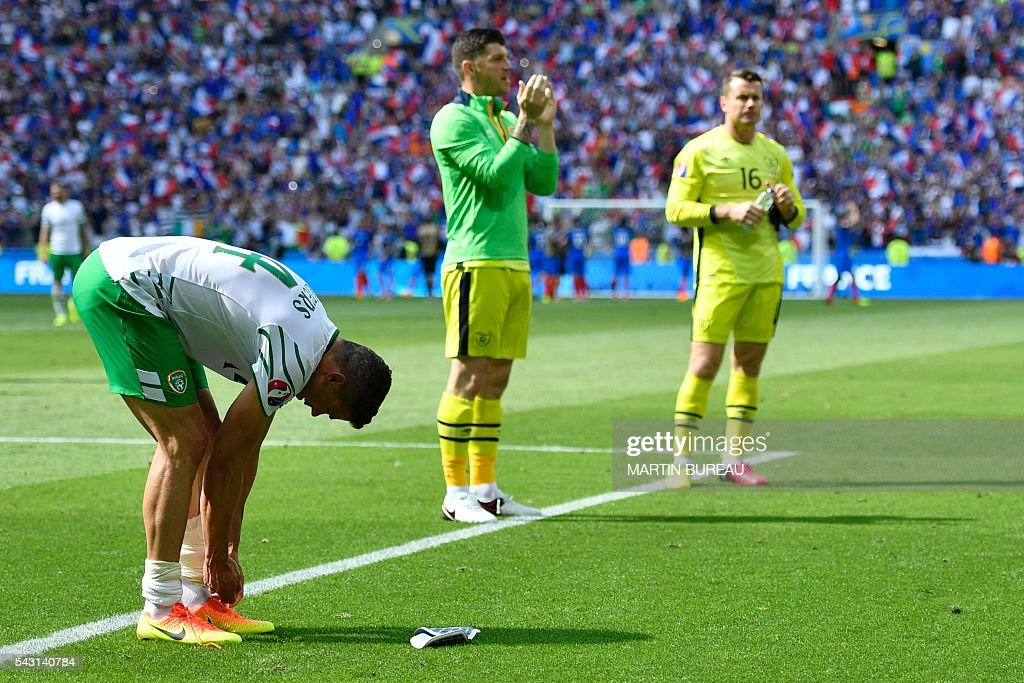 Ireland's players react after the Euro 2016 round of 16 football match between France and Republic of Ireland at the Parc Olympique Lyonnais stadium in Décines-Charpieu, near Lyon, on June 26, 2016. / AFP / MARTIN