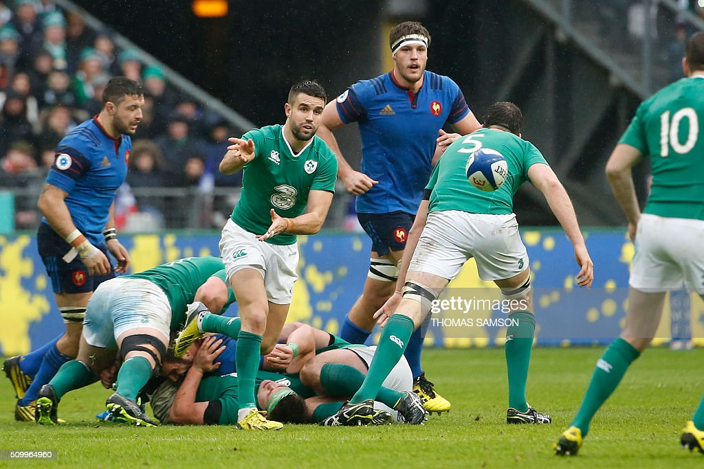 Ireland's scrum-half Conor Murray (C) clears a ball during the Six Nations international rugby union match between France and Ireland at the Stade de France Stadium in Saint-Denis, north of Paris, on February 13, 2016. AFP PHOTO / THOMAS SAMSON / AFP / THOMAS SAMSON