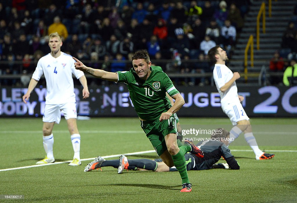 Ireland's striker Robbie Keane (C) celebrates after his teammate Ireland's striker Jonathan Walters (unseen) scored during the FIFA 2014 World Cup group C qualifying football match Faroe Islands vs Ireland at the Torsvollur stadium in Torshavn on October 16, 2012.