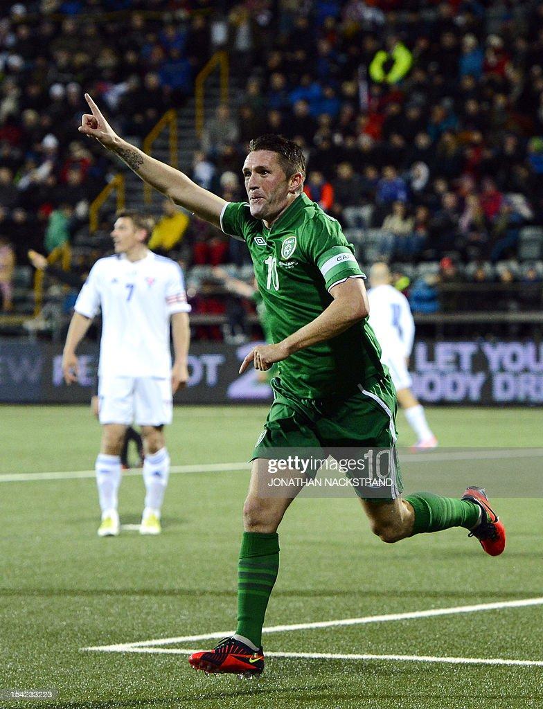 Ireland's striker Robbie Keane (C) celebrates after his teammate Ireland's striker Jonathan Walters (unseen) scored during the FIFA 2014 World Cup group C qualifying football match Faroe Islands vs Ireland at the Torsvollur stadium in Torshavn on October 16, 2012.