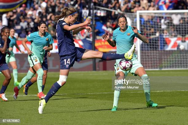 Irene Paredes of Paris SaintGermain controls the ball during the Women's Champions League match between Paris Saint Germain and Barcelona at Parc des...