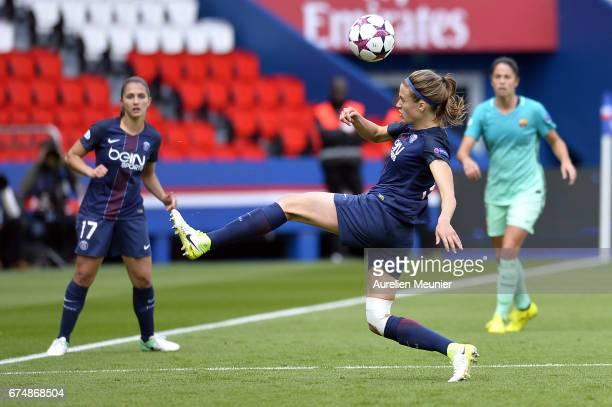 Irene Paredes of Paris SaintGermain controls the ball during the Women's Champions League match between Paris Saint Germain and Barcelona at Parc des...