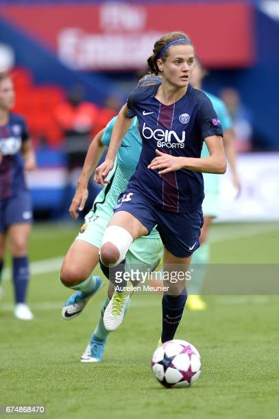 Irene Paredes of Paris SaintGermain runs with the ball during the Women's Champions League match between Paris Saint Germain and Barcelona at Parc...