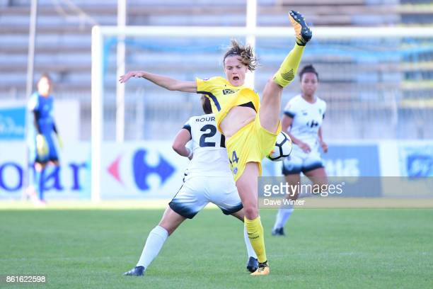 Irene Paredes of PSG and Mathilde Bourdieu of Paris FC during the women's Division 1 match between Paris FC and Paris Saint Germain on October 15...