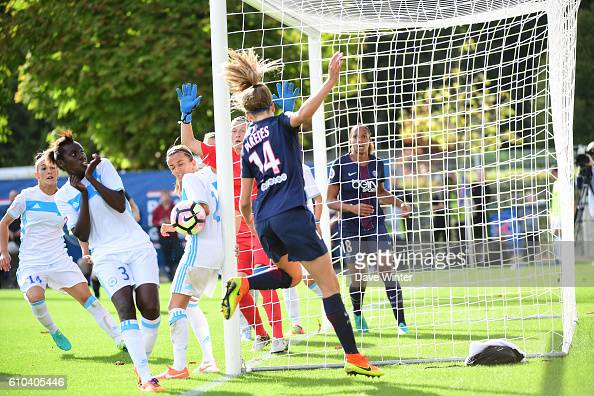 Irene Paredes of PSG heads the ball back to the Marseille goal during the women's French D1 league match between PSG and Olympique de Marseille at...