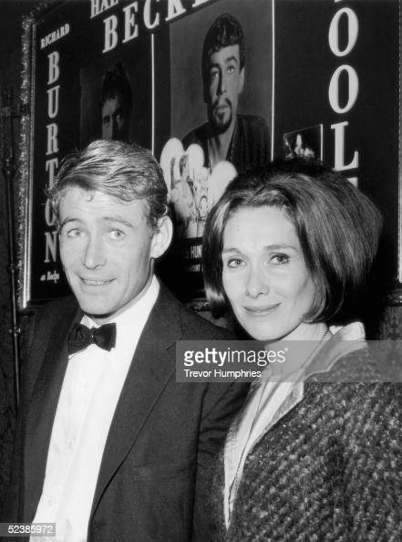 Irish actor Peter O'Toole attends the premiere of Peter Glenville's 'Becket' in which he plays King Henry II at the Plaza Cinema in London 26th March...