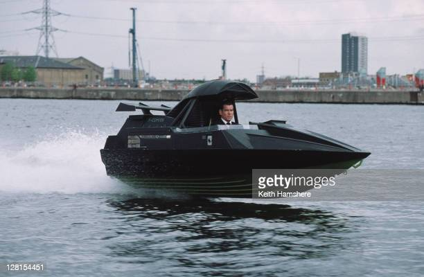 Irish actor Pierce Brosnan as 007 in the James Bond film 'The World Is Not Enough' 1999 Here he gives chase to an assassin down the River Thames in a...