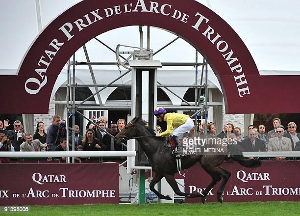 Irish jockey Mickael Kinane on 'Sea the Stars' crosses the finish line of the 88th edition of the Arc de Triomphe prize at the Longchamp racecourse...