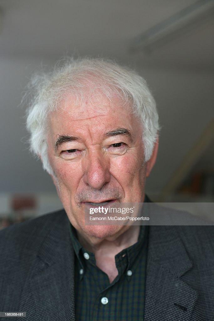 Irish poet Seamus Heaney (1929 - 2013), 21st August 2007.