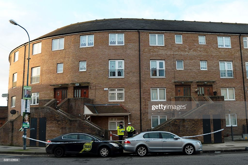 Irish police stand outside the scene of a fatal shooting at a residential address in Dublin on February 9, 2016. A man was shot dead in Dublin on February 8, Irish police said, in a suspected gangland reprisal attack for a fatal shooting at a boxing event last week. The victim was named by Ireland's national broadcaster RTE as Eddie Hutch, brother of the north Dublin crime figure known as 'The Monk' and the uncle of Irish criminal Gary Hutch, whose 2015 killing in Spain is thought to have begun the feud. / AFP / -