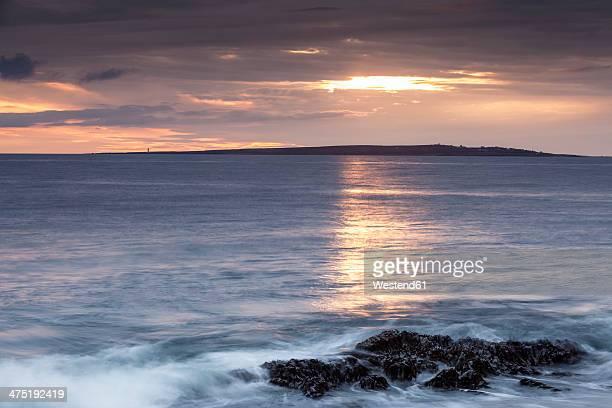 Irland, County Clare, Waves at the coast near Doolin