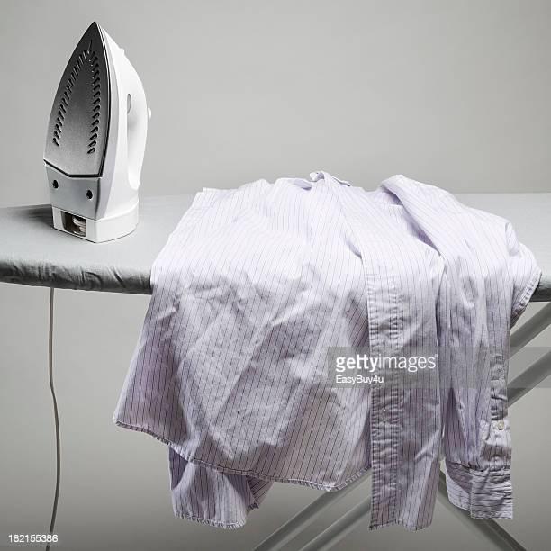 Chemise violette photos et images de collection getty images - Repasser une chemise sans fer ...