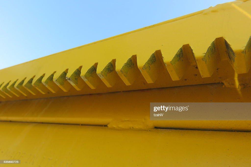 Iron teeth : Bildbanksbilder