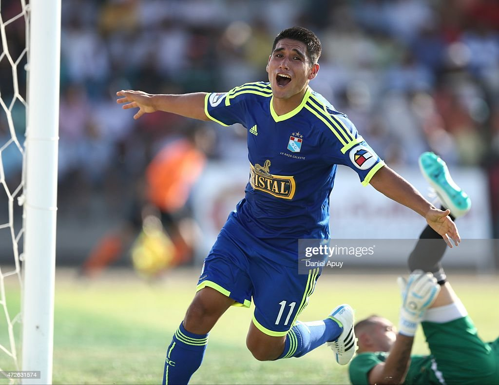 Irven Avila celebrates after scoring the first goal during a match between Alianza Atletico and Sporting Cristal as part of 3rd round of Torneo Apertura 2015 at Coloso de la Frontera Stadium on May 08, 2015 in Piura, Peru.