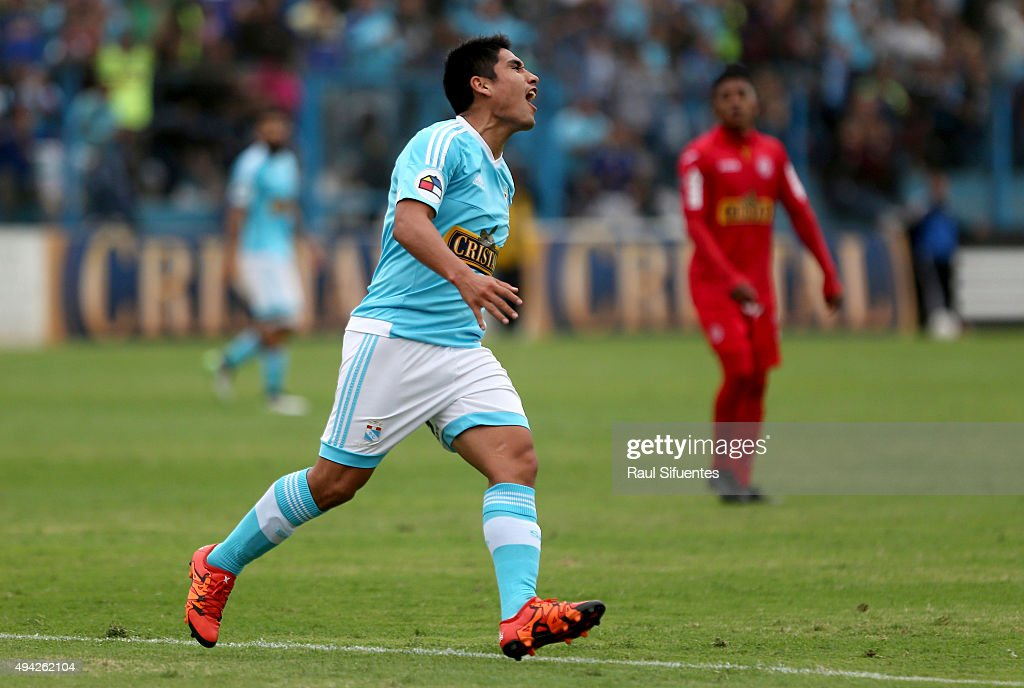 Irven Avila of Sporting Cristal celebrates after scoring the third and winning goal of his team against Juan Aurich during a match between Sporting Cristal and Juan Aurich at Alberto Gallardo Stadium on October 25, 2015 in Lima, Peru.