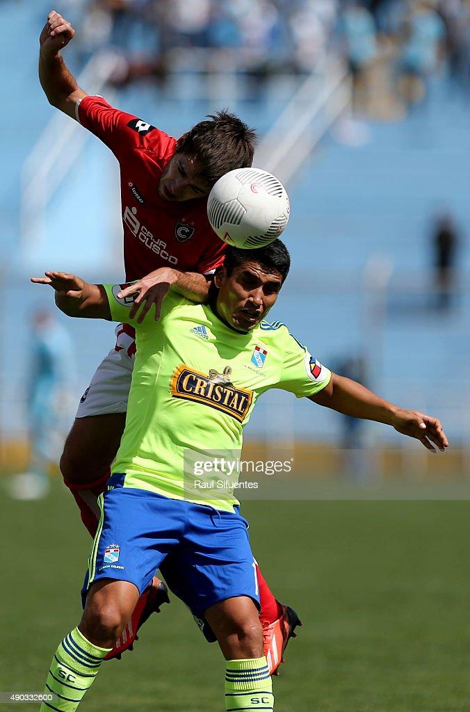 392 x 594 jpeg 116kB, Irven Avila of Sporting Cristal struggles for ...