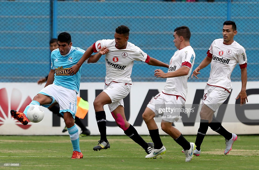 Irven Avila (L) of Sporting Cristal struggles for the ball with Juan Barreda (R) of Leon de Huanuco during a match between Sporting Cristal and Leon de Huanuco as part of 13th round of Torneo Clausura 2015 at Alberto Gallardo Stadium on October 31, 2015 in Lima, Peru.
