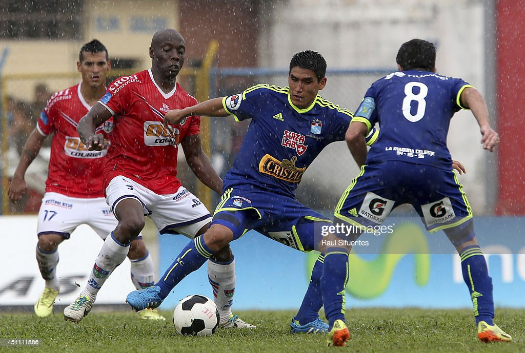 Irven Avila (R) of Sporting Cristal struggles for the ball with Walter Moreno (L) of Union Comercio during a match between Union Comercio and Sporting Cristal as part of round 14 of Torneo Apertura 2014 at IPD de Moyobamba Stadium on August 24, 2014 in Moyobamba, Peru.