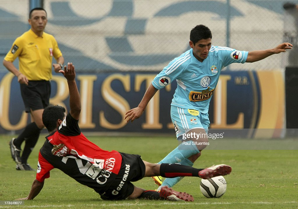 Irvin Avila (R) of Sporting Cristal fights for the ball with Giovany Morales (L) of Melgar FC during a match between Sporting Cristal and Melgar FC as part of the Torneo Descentralizado 2013 at Alberto Gallardo Stadium on July 14, 2013 in Lima, Peru.