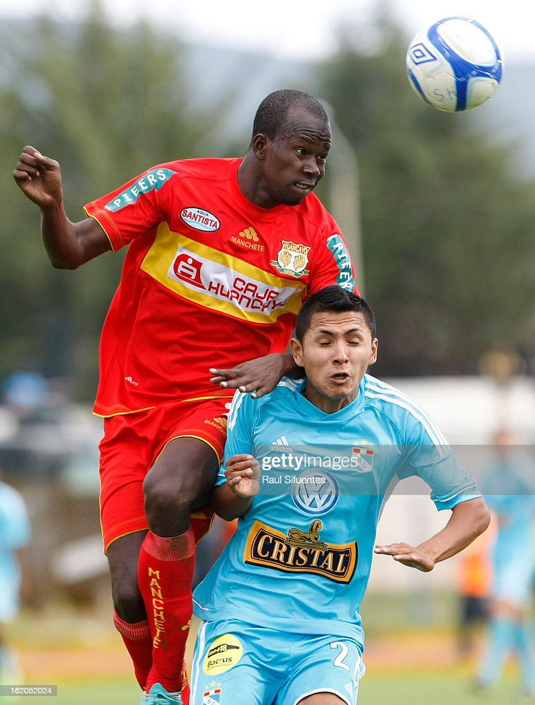 Irwing Acu–a of Sporting Cristal fights for the ball with Anier Figueroa of Sport Huancayo during a match between Sport Huancayo and Sporting Cristal as part of The Torneo Descentralizado 2013 at the Huancayo Stadium on February 18, 2013 in Huancayo, Peru