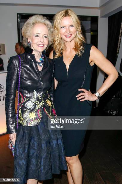 Isa von Hardenberg and German actress Veronica Ferres during the host of Annabelle Mandengs Ladies Dinner at Hotel Zoo on July 2 2017 in Berlin...