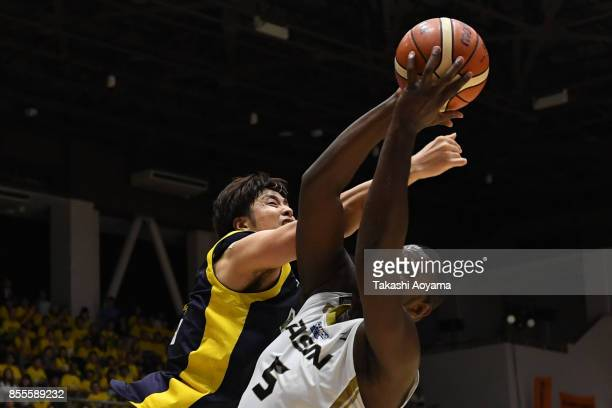 Isaac Butts of the SeaHorse Mikawa competes for the ball against Kosuke Takeuchi of the Tochigi Brex during the BLeague game between Tochigi Brex and...