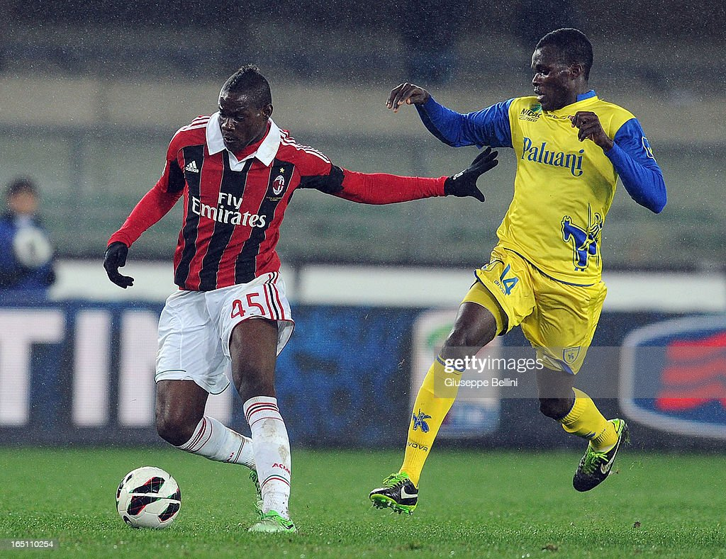Isaac Cofie of Chievo and Mario Balotelli of Milan in acton during the Serie A match between AC Chievo Verona and AC Milan at Stadio Marc'Antonio Bentegodi on March 30, 2013 in Verona, Italy.