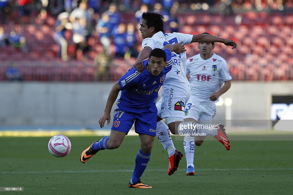 Isaac Diaz of U de Chiles fights for the ball with Nicolas Vargas during a match between O'Higgins and U de Chile as part of the Torneo Apertura at National Stadium, on October 05, 2013 in Santiago, Chile.