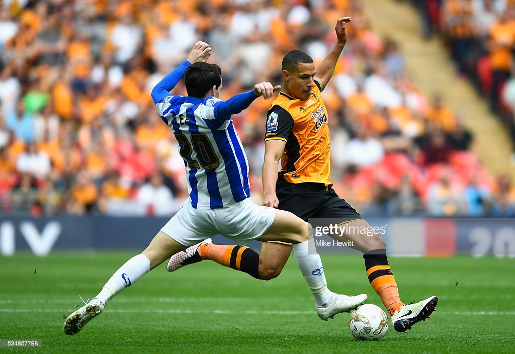 Isaac Hayden of <a gi-track='captionPersonalityLinkClicked' href=/galleries/search?phrase=Jake+Livermore&family=editorial&specificpeople=5985311 ng-click='$event.stopPropagation()'>Jake Livermore</a> of Hull City and <a gi-track='captionPersonalityLinkClicked' href=/galleries/search?phrase=Kieran+Lee&family=editorial&specificpeople=3836097 ng-click='$event.stopPropagation()'>Kieran Lee</a> of Sheffield Wednesday compete for the ball during Sky Bet Championship Play Off Final match between Hull City and Sheffield Wednesday at Wembley Stadium on May 28, 2016 in London, England.
