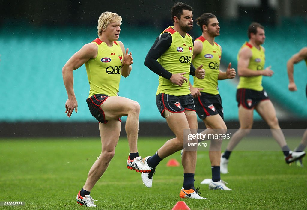 Isaac Heeney of the Swans warms up during a Sydney Swans AFL training session at Sydney Cricket Ground on May 31, 2016 in Sydney, Australia.