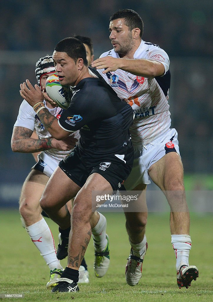 Isaac Luke of New Zealand is tackled by Mickael Simon of France during the Rugby League World Cup group B match between New Zealand and France at Parc des Sports on November 1, 2013 in Avignon, France.