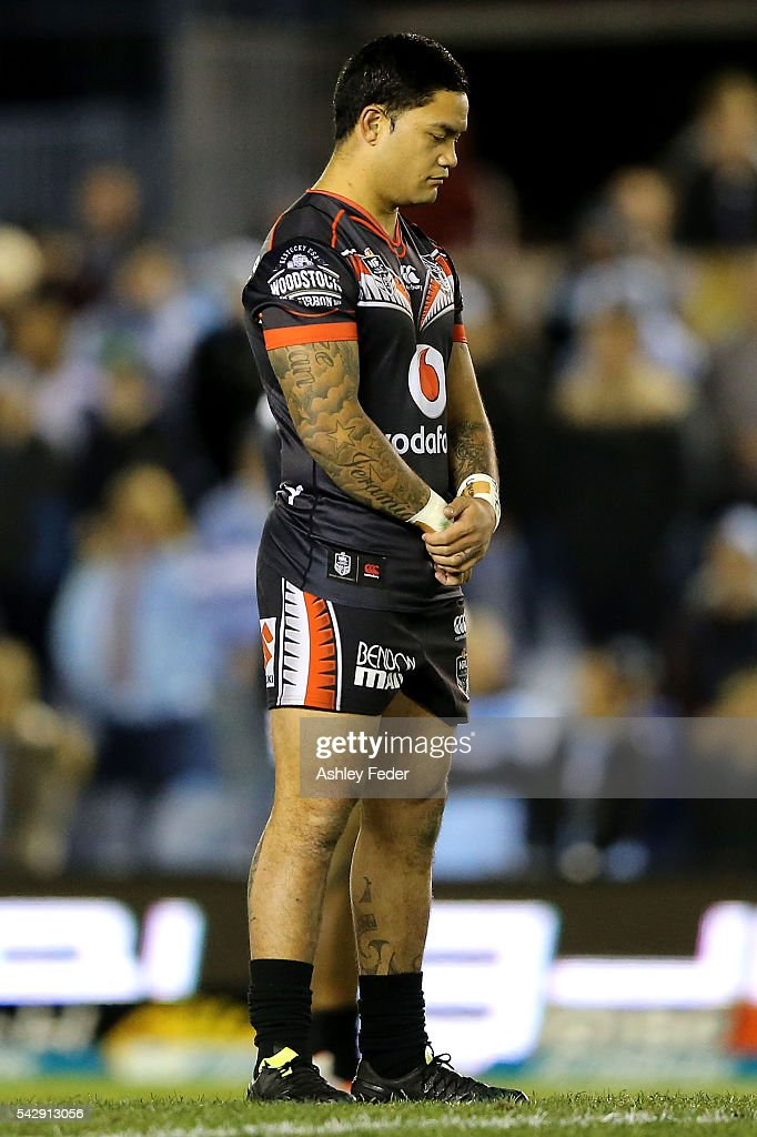 Isaac Luke of the Warriors observes a one minute slience for Greg Pierce during the round 16 NRL match between the Cronulla Sharks and the New Zealand Warriors at Southern Cross Group Stadium on June 25, 2016 in Sydney, Australia.