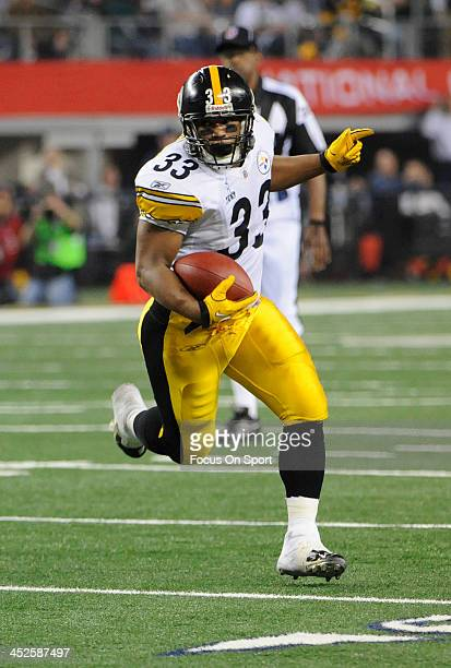 Isaac Redman of the Pittsburgh Steelers carries the ball against the Green Bay Packers during Super Bowl XLV February 6 2011 at Cowboys Stadium in...
