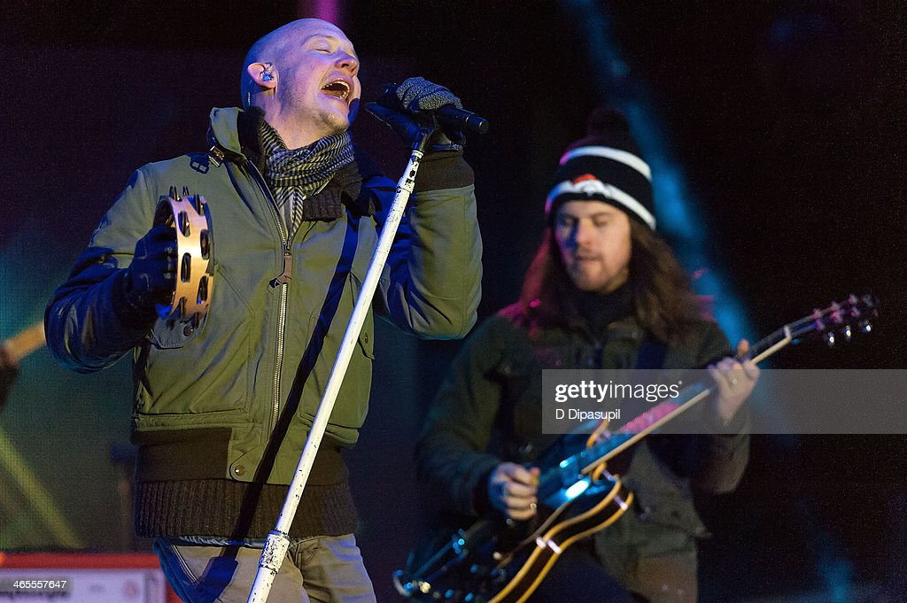 <a gi-track='captionPersonalityLinkClicked' href=/galleries/search?phrase=Isaac+Slade&family=editorial&specificpeople=537604 ng-click='$event.stopPropagation()'>Isaac Slade</a> (L) and Dave Welsh of The Fray perform on stage during the Super Bowl Kickoff Spectacular at Liberty State Park on January 27, 2014 in Jersey City, New Jersey.