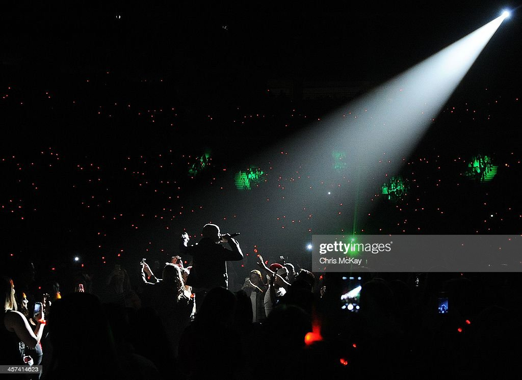 <a gi-track='captionPersonalityLinkClicked' href=/galleries/search?phrase=Isaac+Slade&family=editorial&specificpeople=537604 ng-click='$event.stopPropagation()'>Isaac Slade</a> of The Fray performs during the 2013 Star 94 Jingle Jam at Arena at Gwinnett Center on December 16, 2013 in Duluth, Georgia.