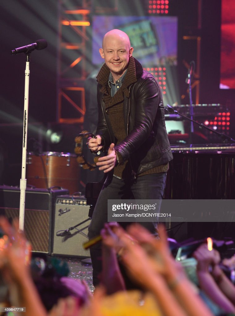 <a gi-track='captionPersonalityLinkClicked' href=/galleries/search?phrase=Isaac+Slade&family=editorial&specificpeople=537604 ng-click='$event.stopPropagation()'>Isaac Slade</a> of The Fray performs on Dick Clark's New Year's Rockin' Eve with Ryan Seacrest 2014 on December 31, 2013 in Los Angeles, California.