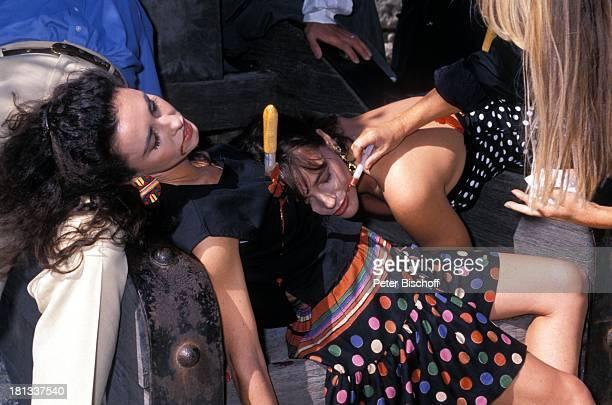 Isabel Navarro Katja Bienert Maskenbildnerin neben den Dreharbeiten zur PRO 7 Serie 'Glückliche Reise' Folge 14 'Portugal' Episode 2 'Lissabon sehen...