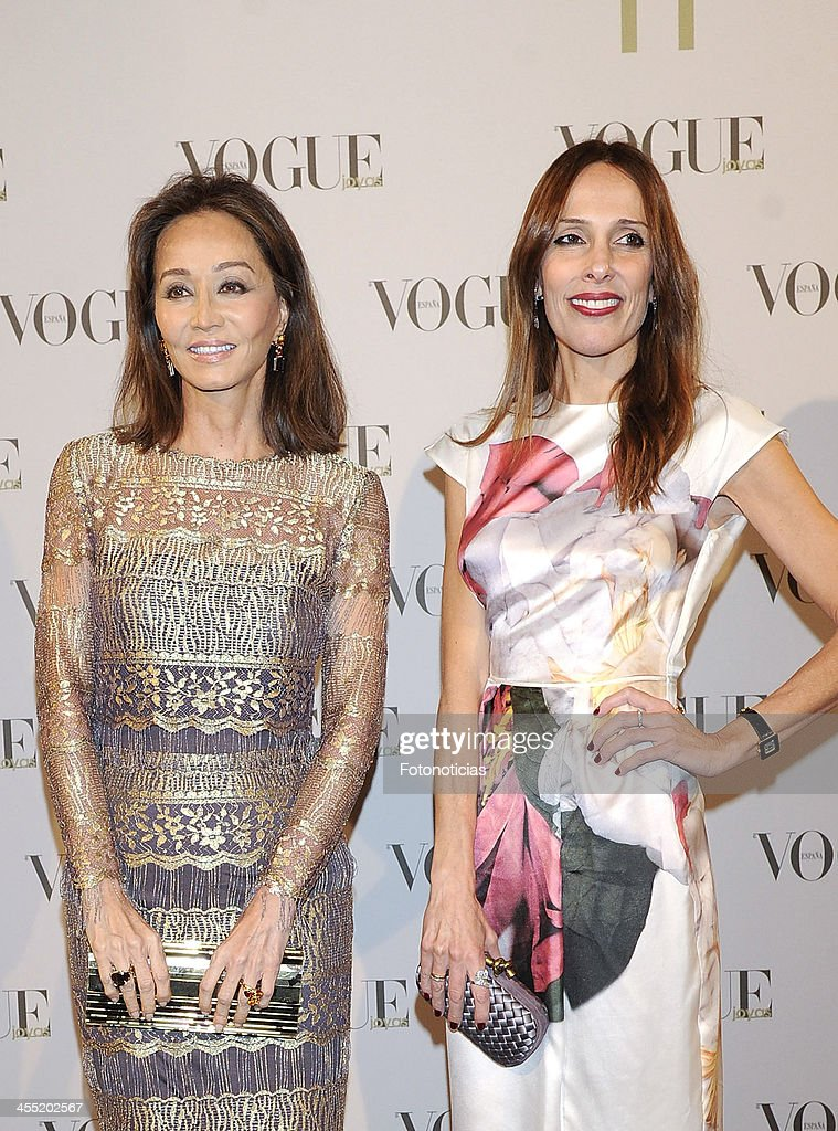 <a gi-track='captionPersonalityLinkClicked' href=/galleries/search?phrase=Isabel+Preysler&family=editorial&specificpeople=228933 ng-click='$event.stopPropagation()'>Isabel Preysler</a> and Yolanda Sacristan attend Vogue Joyas 2013 Awards at the Palacio de la Bolsa on December 11, 2013 in Madrid, Spain.