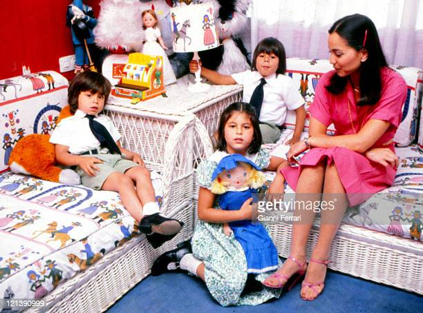 Isabel Preysler wife of Julio Iglesias with her three children Enrique Chaveli and Julio Jose at his home in Madrid 25th September 1979 Madrid Spain