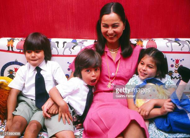 Isabel Preysler wife of Julio Iglesias with her three children Julio Jose Enrique and Chaveli at his home in Madrid 25th September 1979 Madrid Spain