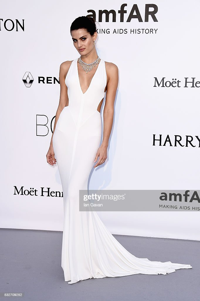 <a gi-track='captionPersonalityLinkClicked' href=/galleries/search?phrase=Isabeli+Fontana&family=editorial&specificpeople=220508 ng-click='$event.stopPropagation()'>Isabeli Fontana</a> arrives at amfAR's 23rd Cinema Against AIDS Gala at Hotel du Cap-Eden-Roc on May 19, 2016 in Cap d'Antibes, France.