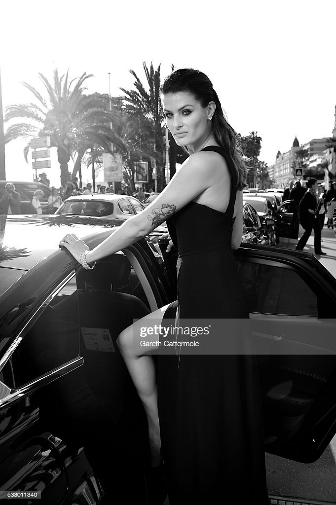 Isabeli Fontana departs the Martinez Hotel during the 69th annual Cannes Film Festival on May 17 2016 in Cannes France