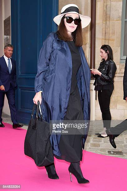 Isabelle Adjani arrives at the Schiaparelli Haute Couture Fall/Winter 20162017 show as part of Paris Fashion Week on July 4 2016 in Paris France