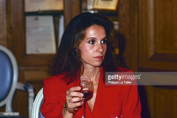 Isabelle Baudis wife of Dominique Baudis Mayor of Toulouse during a dinner in Paris France 1989 Isabelle Baudis femme de Dominique Baudis maire de...