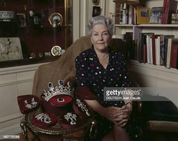 Comtesse photos et images de collection getty images for Nue dans son salon