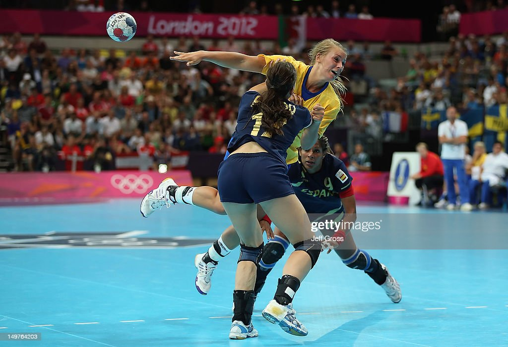 Isabelle Gullden #20 of Sweden passes the ball while defended by Elisabeth Pinedo Saenz (L) #17 and <a gi-track='captionPersonalityLinkClicked' href=/galleries/search?phrase=Marta+Mangue&family=editorial&specificpeople=2329005 ng-click='$event.stopPropagation()'>Marta Mangue</a> Gonzalez (R) #9 of Spain during the Women's Handball Preliminaries Group A match between Spain and Sweden on Day 7 of the London 2012 Olympic Games at Copper Box on August 3, 2012 in London, England.