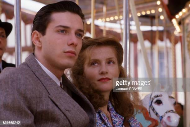 Isabelle Huppert et Niels Tarvernier sur le tournage du film 'Une affaire de femmes' réalisé par Claude Chabrol le 23 avril 1998 France