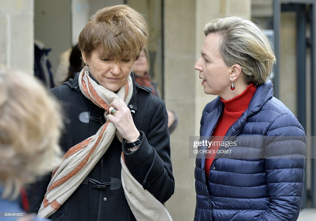 Isabelle Juppe, wife of French mayor of Bordeaux and French candidate for the right-wing Les Republicains (The Republicans) presidential primary Alain Juppe, speaks with Deputy mayor of Bordeaux for economy, labour and sustainable development Virginies Calmels as they have a walk in the streets of Bordeaux for the promotional launching of a shopping street in the city centre on April 30, 2016. / AFP / GEORGES