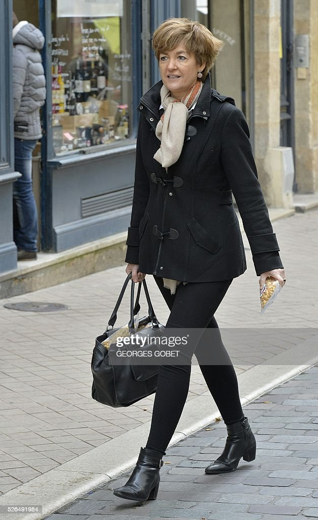 Isabelle Juppe, wife of French mayor of Bordeaux and French candidate for the right-wing Les Republicains (The Republicans) presidential primary Alain Juppe, walks in the streets of Bordeaux for the promotional launching of a shopping street in the city centre on April 30, 2016. / AFP / GEORGES