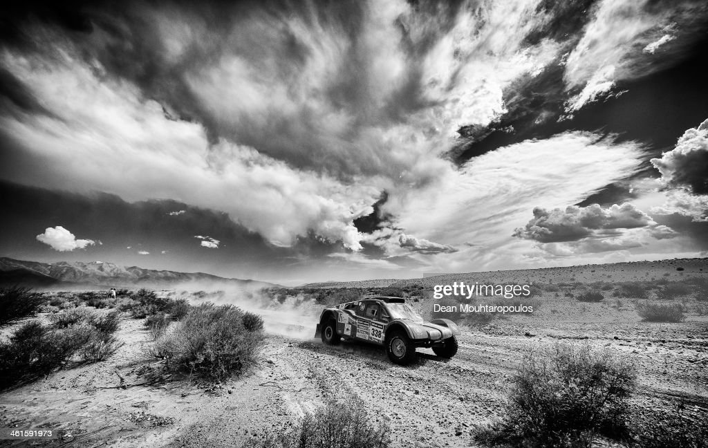 Isabelle Patissier and Thierry Delli-Zotti of France for Buggy Delli-Zotti Competition compete during Day 5 of the 2014 Dakar Rally on January 9, 2014 in San Jose, Argentina.